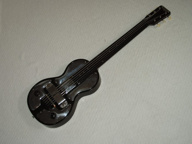 1938 Rickenbacher Electro Spanish black, Excellent, Original Hard, Call For Price!