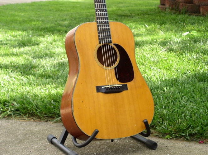 1939 Martin D-18 Very Good, Hard