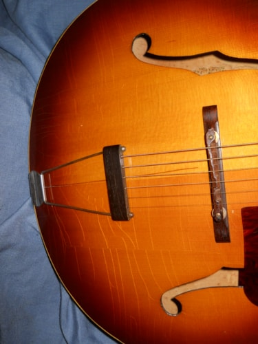 1943 Gibson L-7 sunburst, Very Good, Hard