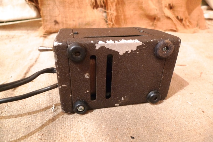 1950 DeArmond Tremolo Very Good, $650.00