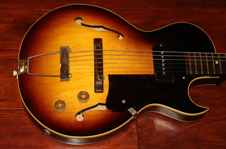 1958 Gibson  ES-140 T 3/4  Sunburst, Excellent, Original Soft