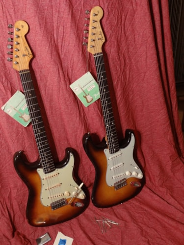 1959 Fender® 2 Stratocasters 17 pickguard screws 2-tone sunburst, Fair, Original Hard