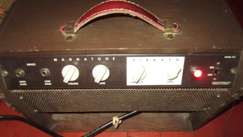 1959 Magnatone Model 210 with Pitch Shift Vibrato Brown, Excellent, $795.00