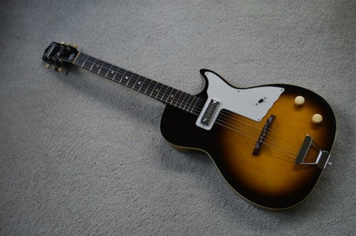 1961 Harmony Stratotone Sunburst > Guitars Electric Semi-Hollow | on