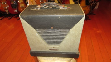 1961 Marvel  Model 25 Small Tube Combo Amp