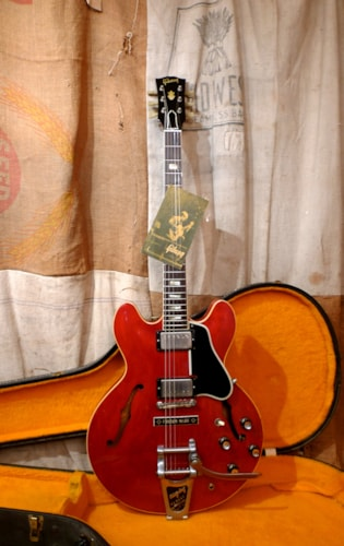 1964 Gibson ES-335 TDC Cherry Red, Very Good, Original Hard