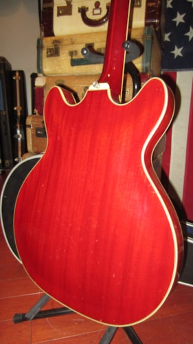 1966 Guild Starfire IV Cherry Red, Excellent, Hard