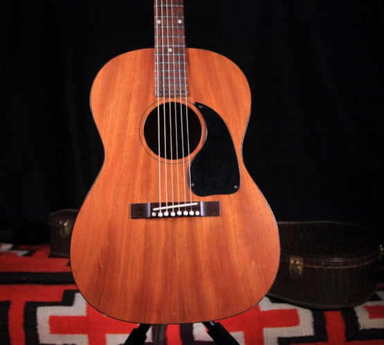 "1967 Gibson LG-0 ""Natural"", Excellent, Hard"