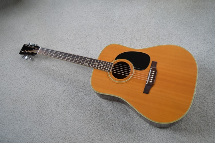 1971 Harmony H6600 natural, Excellent, $450.00