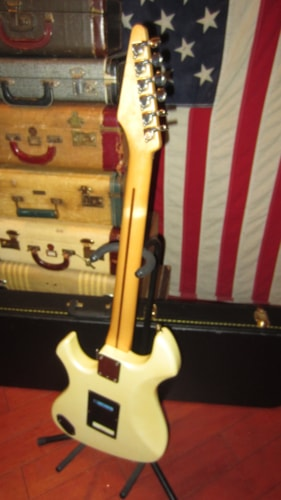 1985 Fender Performer Pearl White