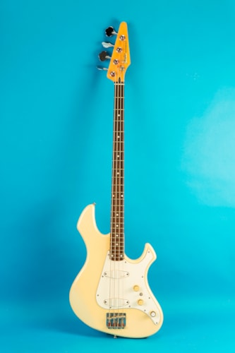 1986 Fender Performer Bass White, Very Good, Hard