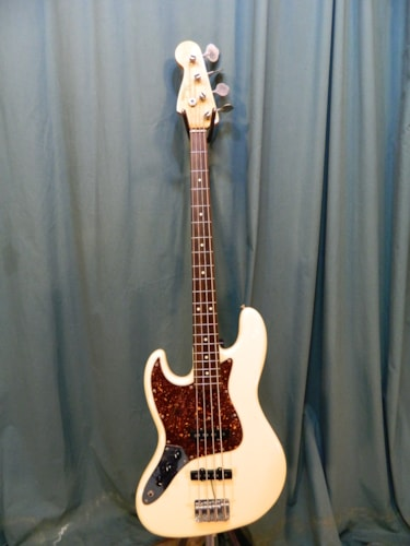 1987 Fender Jazz Bass (1962 reissue) Olympic White