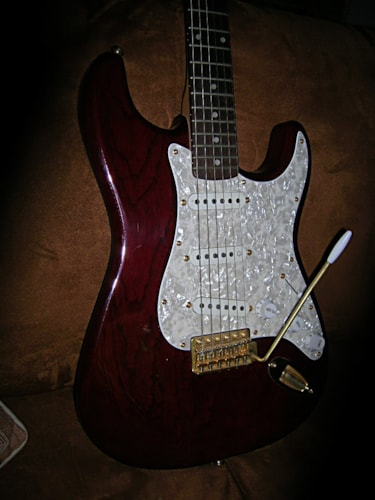 1996 Fender® Squire protone Stratocaster® Trans-red, Excellent, GigBag