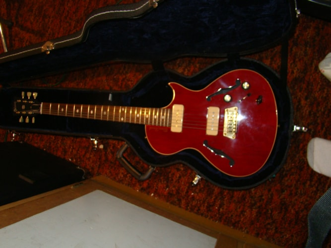 1996 Gibson Blueshawk Cherry, Near Mint, Hard