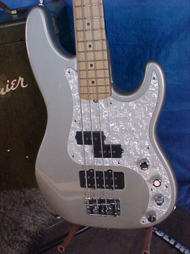 1997 Fender® P Bass® Deluxe Inca-gold/silver, Excellent, Original Hard