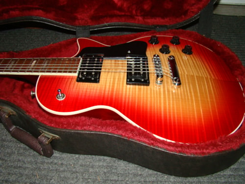 1997 Guild® Bluesbird™, AAA Top, Rhode Island Cherry Sunburst, Excellent, Original Hard