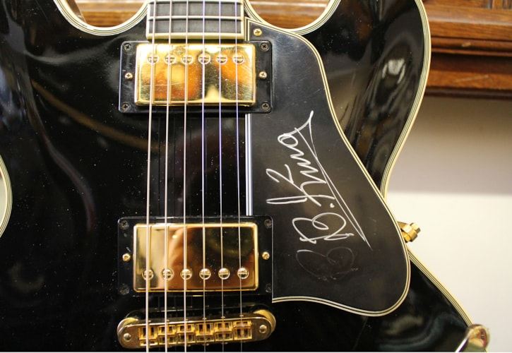 2000 Gibson B.B. King Lucille Black, Excellent, Hard