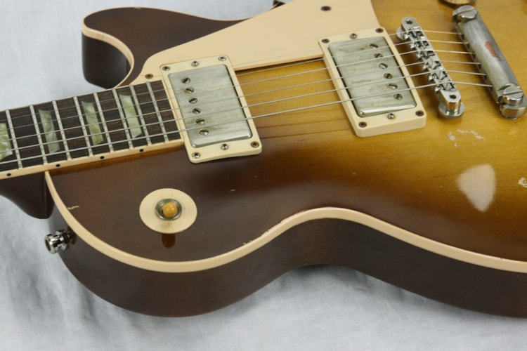 2000 Gibson Les Paul Classic RELIC! (1960 Reissue) Honeyburst, Very Good, Hard, $1,299.99