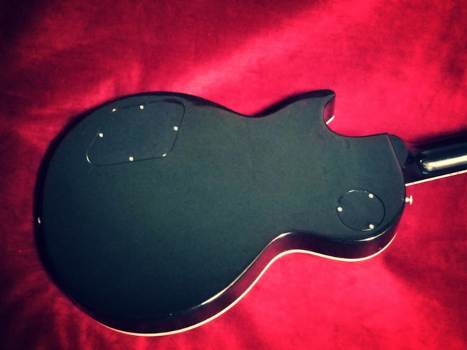 2000 Gibson Les Paul Deluxe, 30th Anniversary Ebony, Excellent, Original Hard, $1,499.00