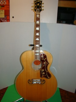 2003 Gibson LUTHIERS SELECT SJ-200 with documents!