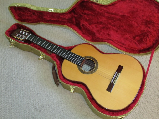 2004 Cordoba Espana Historic Pro-R Classical Solid Wood Lacquer Natural, Near Mint, Hard, $995.00