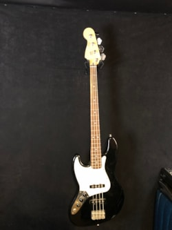 2004 Fender Standard Jazz Bass