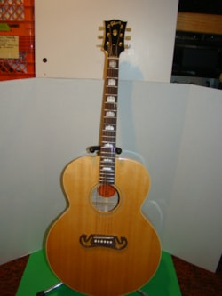 2004 Gibson J-100 Extra