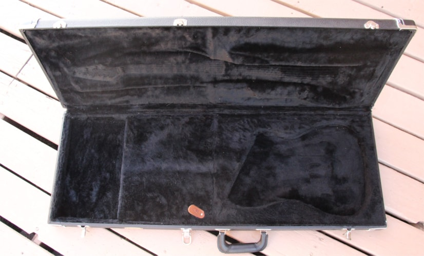 2004 TKL  Brian Moore i2000 Guitar Case Black with Black Lining, Excellent