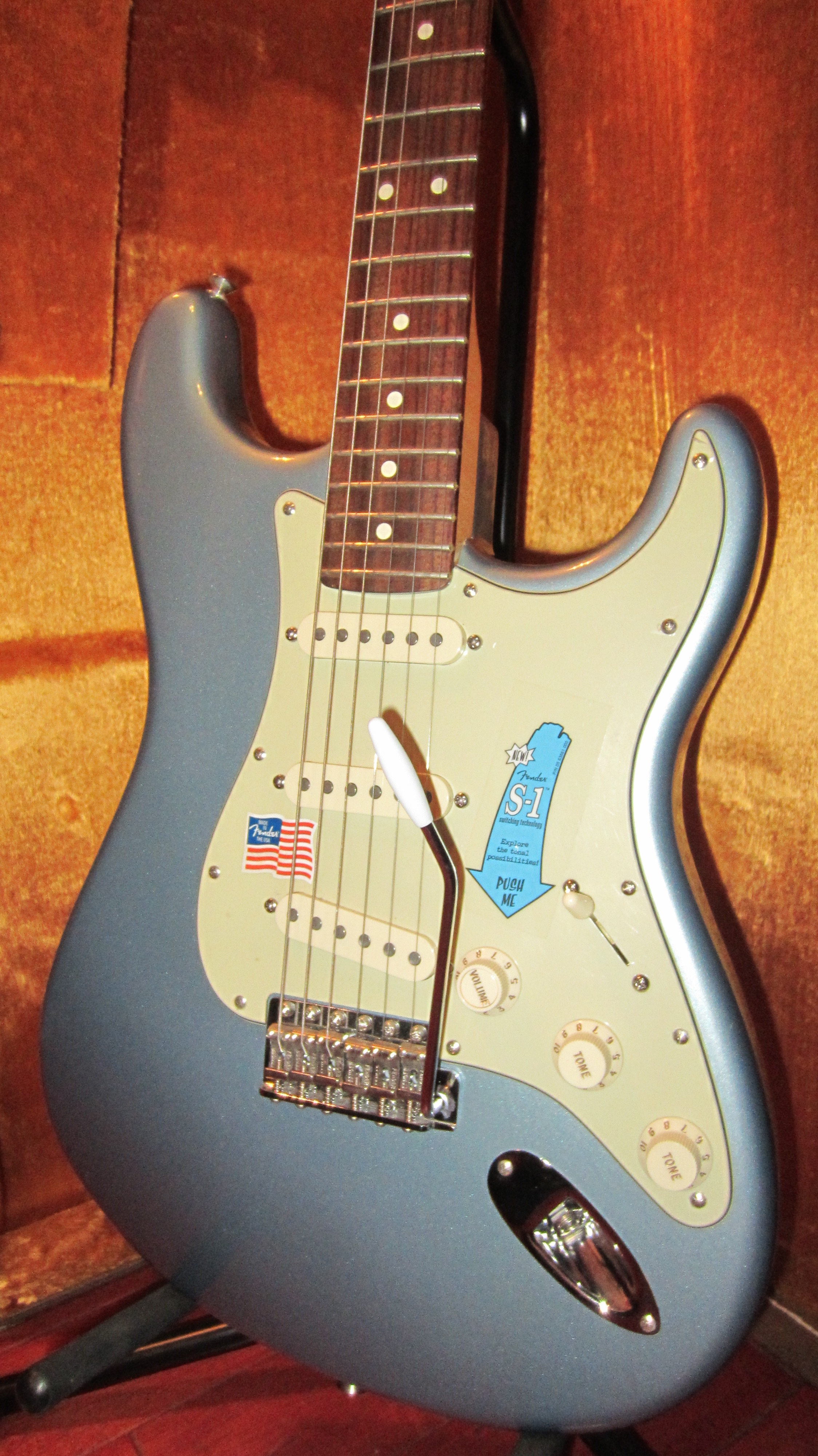 2005 Fender Deluxe American Vintage Player '62 Re-Issue Stratocaster Ice  Blue Metallic, Mint, Original Hard, $1,795 00
