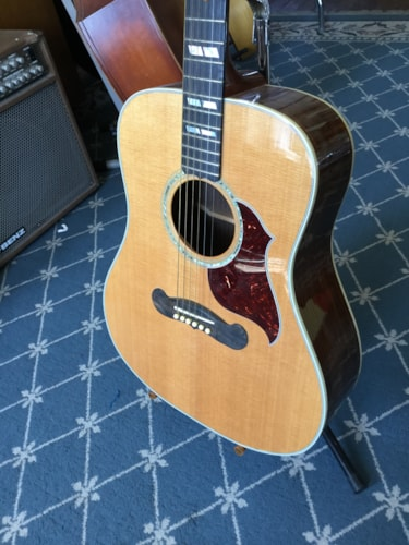 2005 Gibson Songwriter Deluxe Acoustic Guitar Natural, Excellent