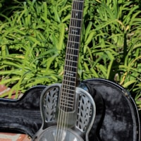 2005 John Morton Resonator
