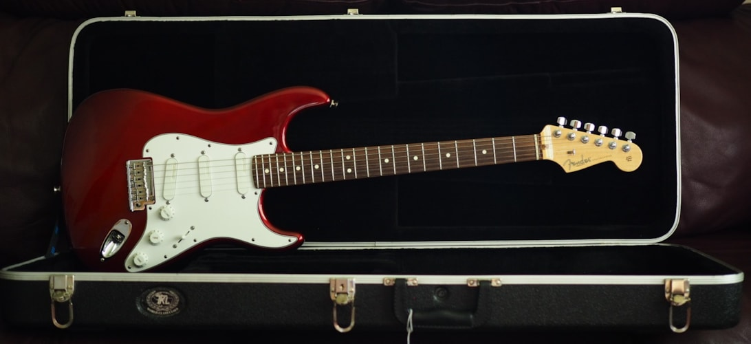 2010 Fender USA American Standard Lace Sensors Candy Apple Red, Excellent, Hard, $999.00