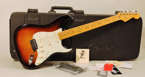 2011 Fender Stratocaster 2 tone sunburst, Mint, Original Hard