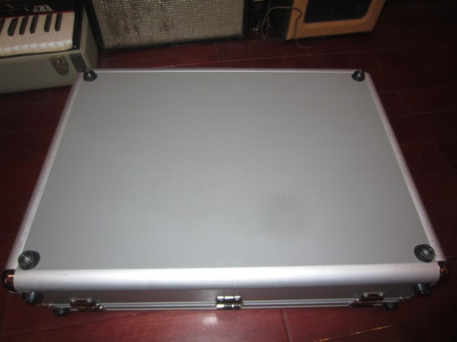 2012 Pedaltrain PT-2 JR Pedalboard w/ Voodoo Power Supply Grey, Excellent, $199.00