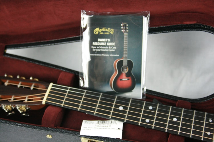 2016 Martin Custom Shop 00-28 Slotted 14-Fret! Sitka Top & Rosewood Back/Sides! Gloss Finish Excellent $2,750.00