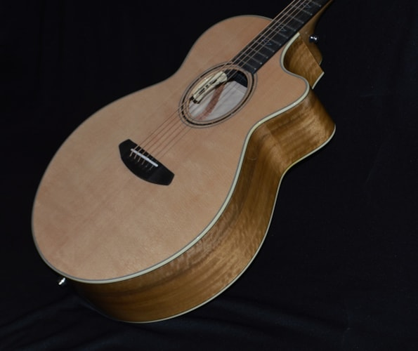 2017 Breedlove Legacy Auditorium Natural Gloss, Brand New, Hard