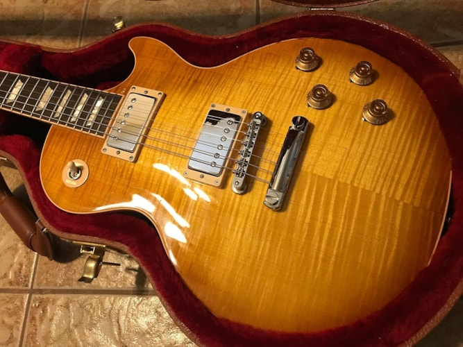 2017 Gibson LES PAUL Traditional Honeyburst, Near Mint, Original Hard