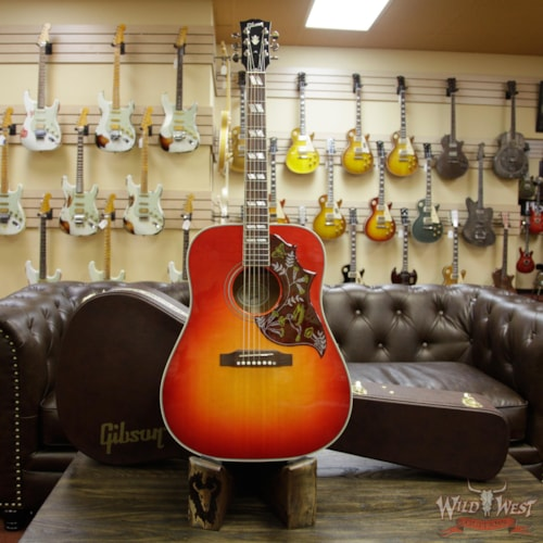 2017 Gibson - Montana Gibson Montana Hummingbird 2018 Sitka Spruce Top Mahogany Back & Side Rosewood Board Heritage Burst Heritage Burst, Near Mint