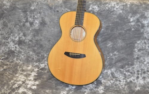 2018 Breedlove Oregon concert Myrtlewood E Natural Gloss