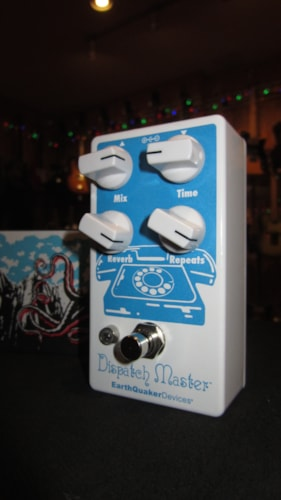 2018 Earthquaker Devices Dispatch Master MKIII White & Blue