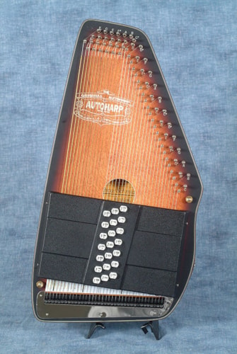 2018 Oscar Schmidt OS11021AE AMERICANA ELECTRIC AUTOHARP, with chord bars for E and A $475.00