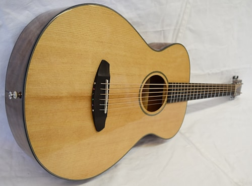 Breedlove Discovery Concertina  Natural