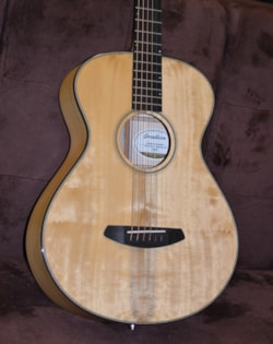 2019 Breedlove Oregon Concertina E, Myrtlewood