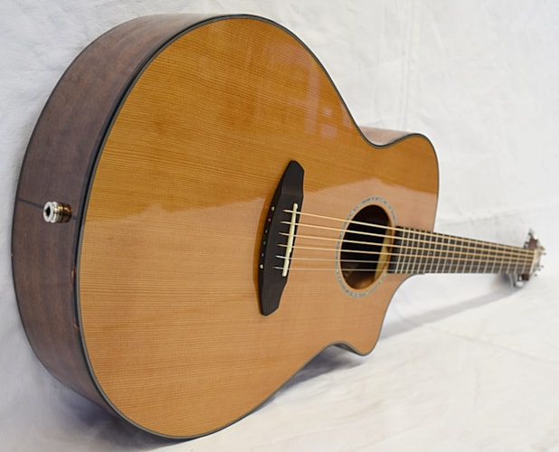 Breedlove Pursuit Concert CE Natural