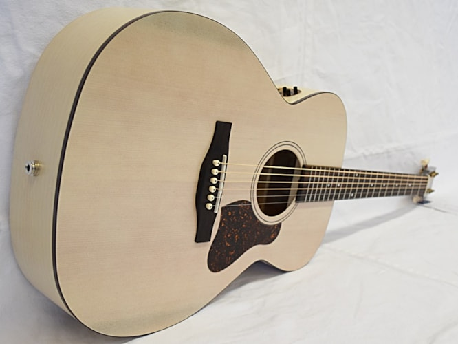 Art and Lutherie Legacy QIT Faded Cream