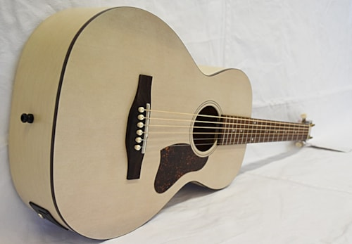 Art and Lutherie Roadhouse A/E Faded Cream