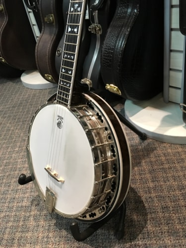 Beautiful Deering Maple Blossom Banjo