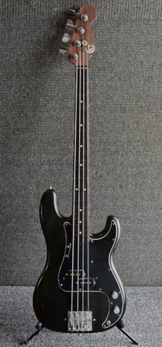 c '75 Fender P-bass with unreal hand carved solid rosewood neck / ebony FRETLESS fingerboard