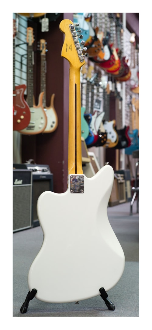Fender Robert Smith Jazzmaster White > Guitars Electric Solid Body | Guitar  Maniacs