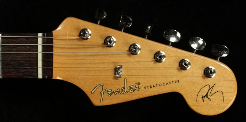 Fender Used Fender Artist Series Robert Cray Stratocaster Electric Guitar 3-Tone Sunburst Excellent, $679.00
